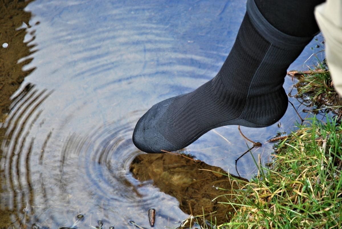 Asi nikdo nebude nosit membránové ponožky jako primární – každá membrána  sice nepustí vodu dovnitř 69edbd612b