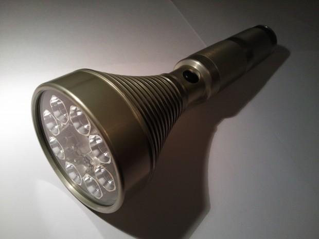 Fat Star – Custom svítilna o výkonu 18000lm