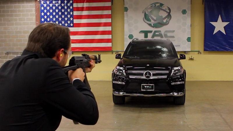 AK-47 VS neprůstřelný Mercedes-Benz