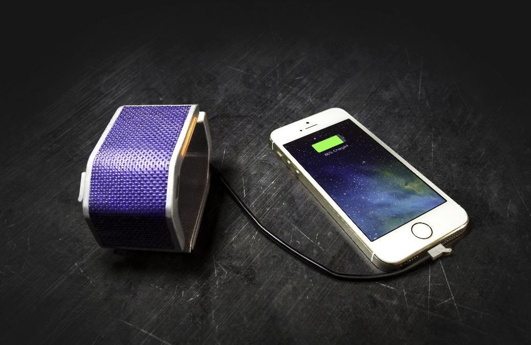 SolarHug Bracelet – ozdoba, solární nabíječka a 128GB Flash disk v jednom