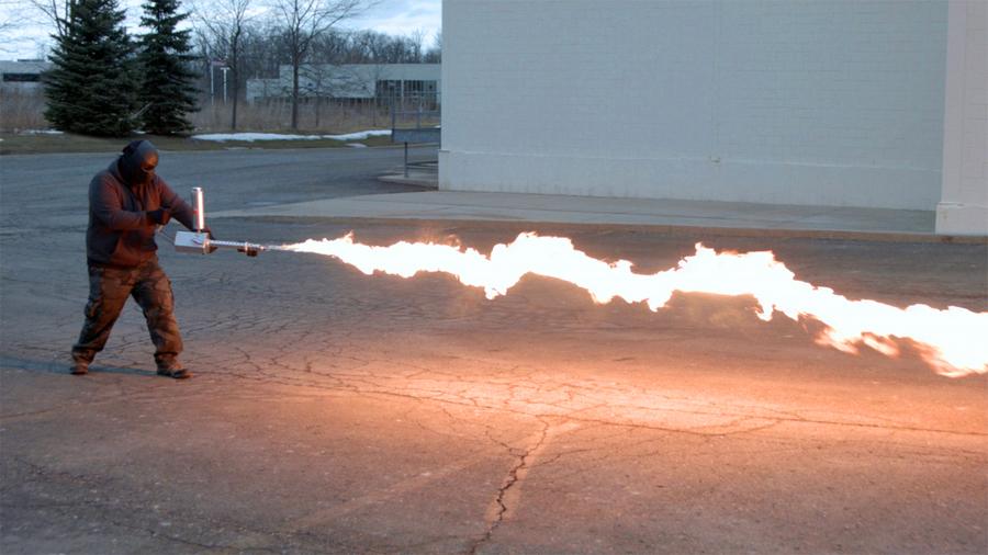 Plamenomet XM42 – na takové to domácí plamenometání