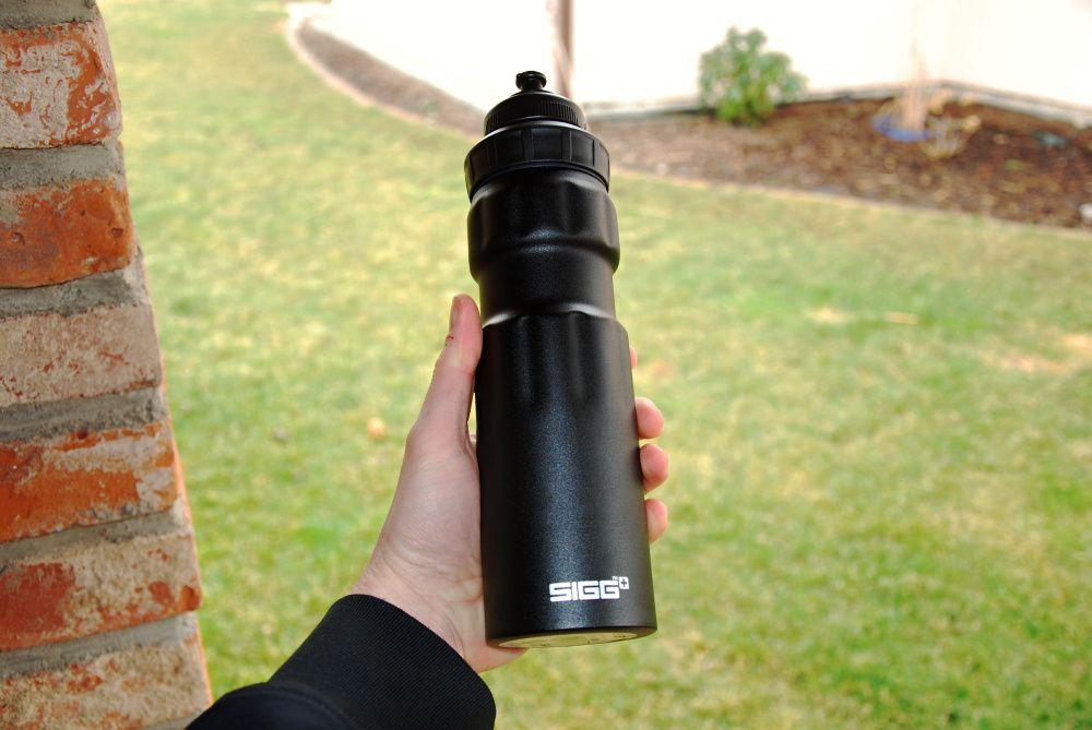 Recenze: Odolná lahev SIGG WMB Sport Black Touch