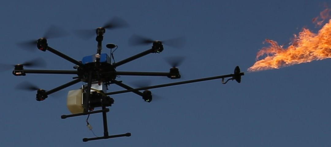 K čemu může být dron vyzbrojený plamenometem?