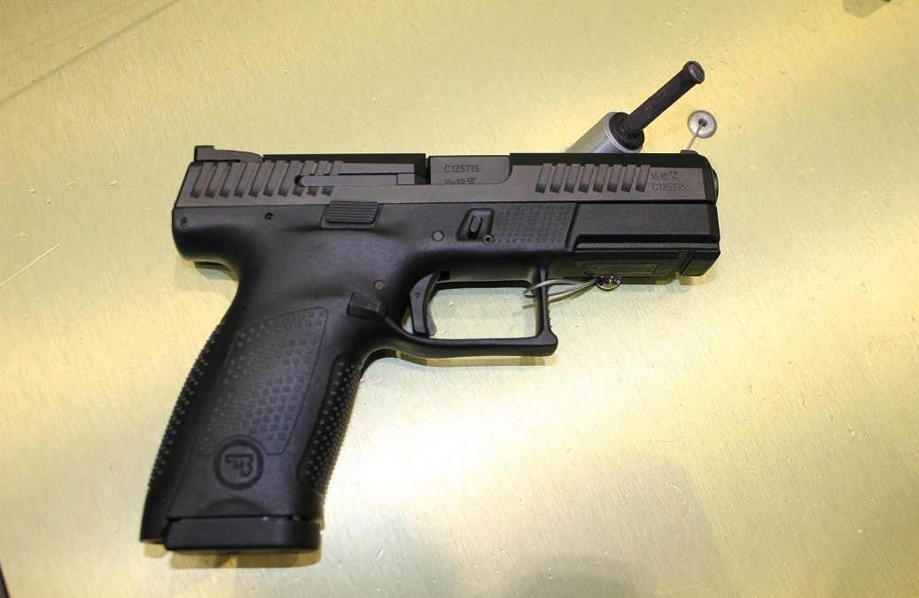 "Pistole CZ P-10 C – mnoho povyku pro ""Glock"""