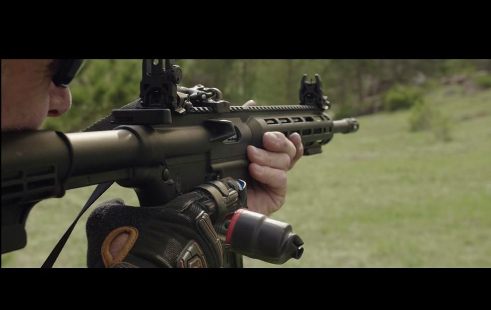 AutoGlove – rukavice pro simulovanou automatickou střelbu