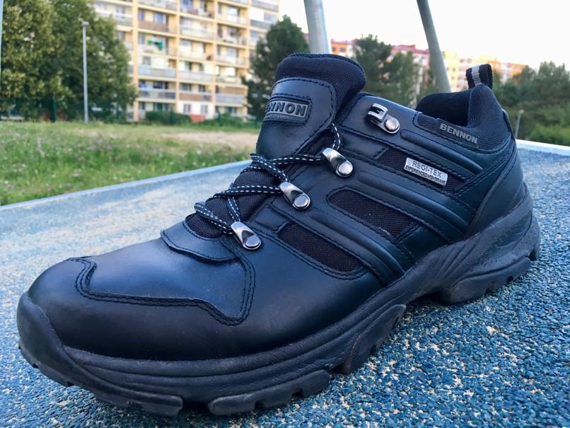 Na celokožené boty jsou opravdu poměrně lehké (465 gramů) e46b628b9a